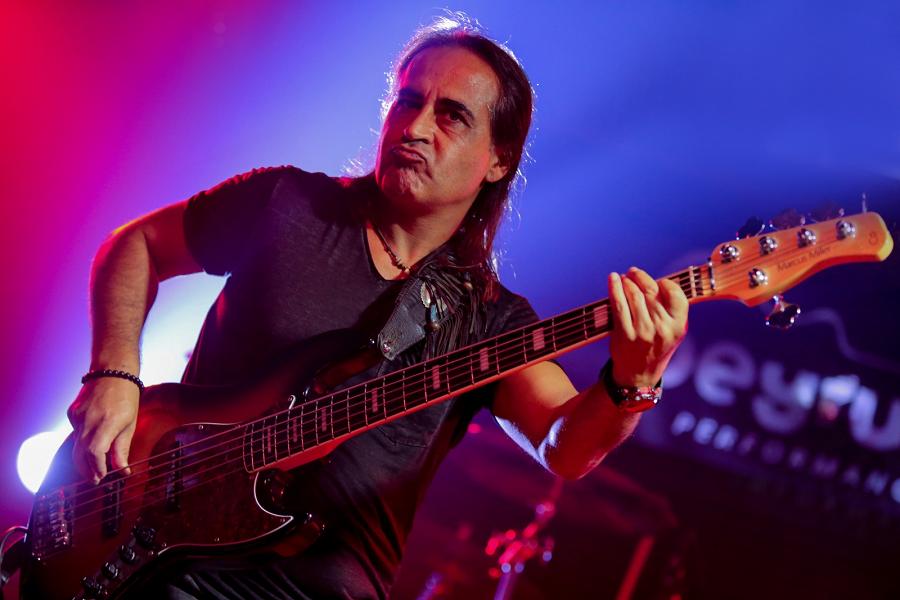 """Bir Bas Gitaristten Daha Fazlası: """"Zafer Şanlı"""""""