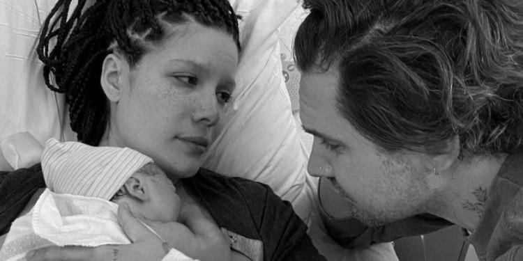 Halsey Ve Alev Aydın'In Bebekleri Dünyaya Geldi
